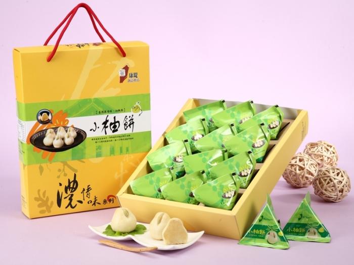 礼 盒 特 色 : 礼盒为提绳及封套设计